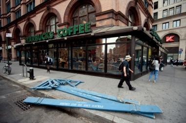 Pipe-wielding 'anarchists' attempt to shatter floor-to-ceiling Plexiglas windows at East Village Starbucks - NY Daily News